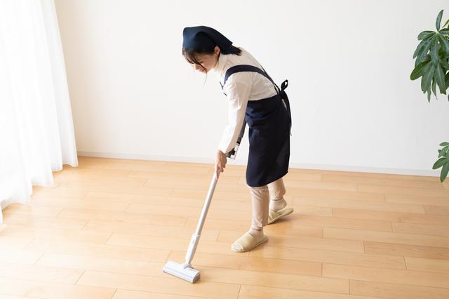 掃除をするスタッフ,家事代行,子育て,