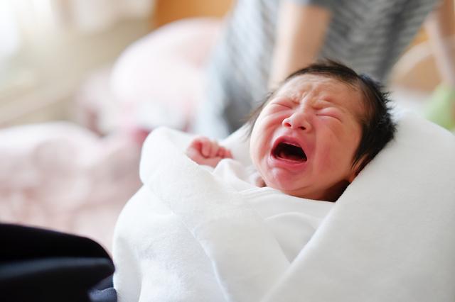 泣く赤ちゃん,ミルク,授乳,