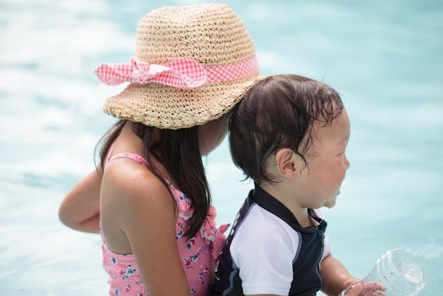 海への姉弟,粉ミルク,キューブ,おでかけ