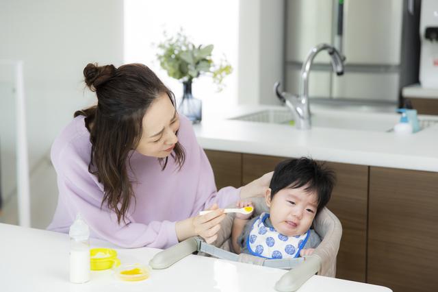 離乳食を嫌がる赤ちゃん,離乳食,ほうれん草,