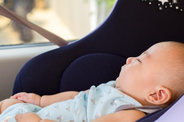 チャイルドシートで寝ている赤ちゃん,チャイルドシート,人気,