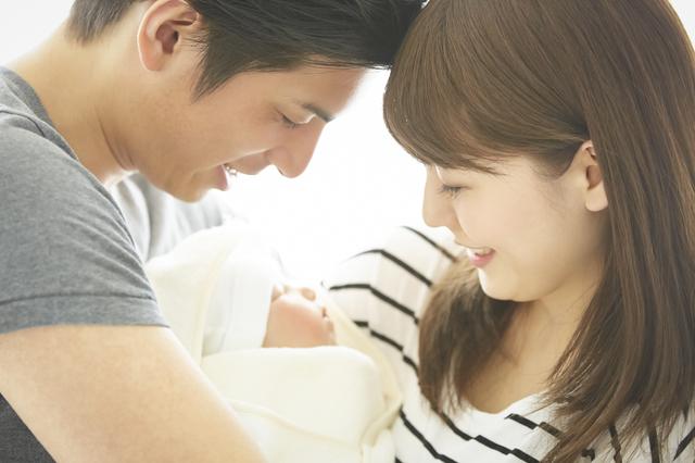 新生児と両親,命名式,