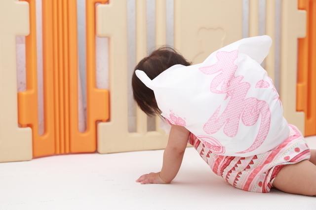 一升餅を背負った赤ちゃん,一升餅,誕生日,1歳