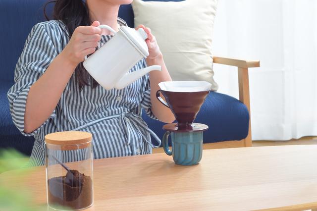 カフェインレスコーヒーを飲む妊婦,ノンカフェイン,コーヒー,