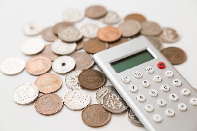 電卓と小銭,幼稚園,費用,