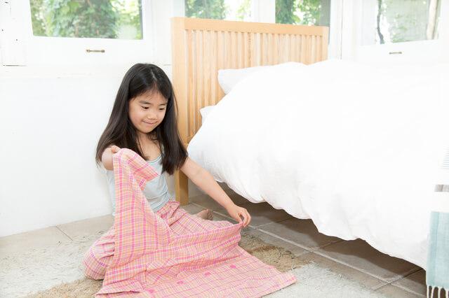 パジャマをたたむ女の子,幼稚園,入園前,生活習慣