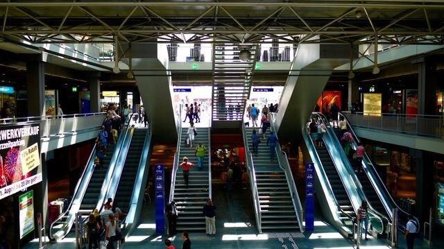ベルンの駅,海外,子育て,事情