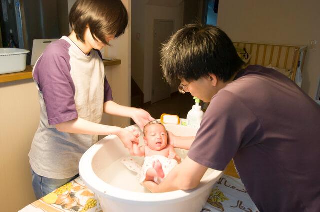 キッチンでの沐浴,赤ちゃん,沐浴,やり方
