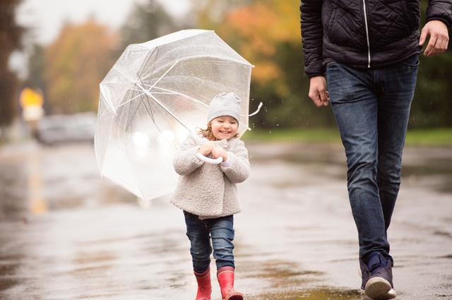 雨の日の子連れお出かけのイメージ画像