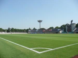 平塚スタジアムで湘南ベルマーレのプロサッカーを観戦