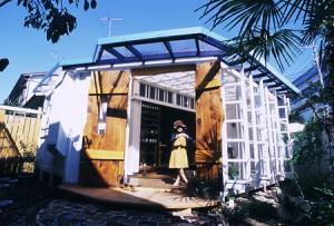 子連れママが大好きな仙川の隠れ家カフェ「ニワコヤ」の外観画像