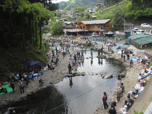 秋川国際ます釣り場
