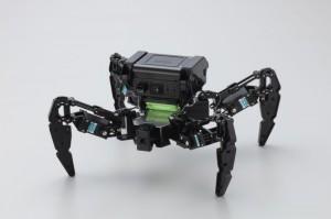 子どもが喜ぶ秋葉原ツクモロボット王国の蜘蛛形ロボット
