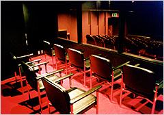 ミュージカルにおける親子観劇室