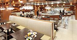 横浜でランチバイキング楽しめるシェラトンホテルのレストラン内の画像
