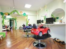 子連れで行けるキッズスペース併設の美容院の画像