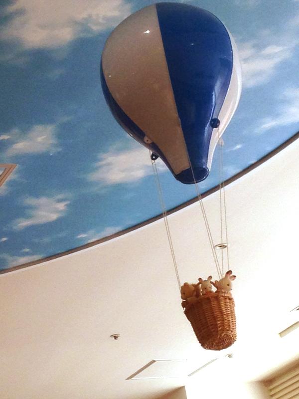 天井にある気球