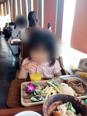 横浜ベイクォーターの子連れで楽しめる食事風景の画像