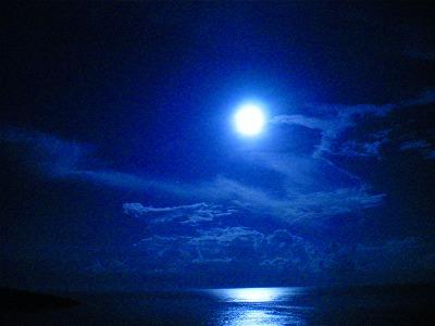 ペルセウス座流星群当日の満月の画像