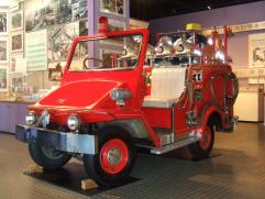 横浜市民防災センターのちびっこ消防車
