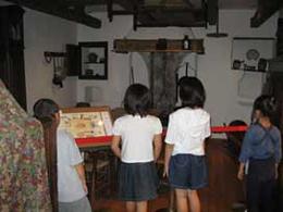 都内にある昆虫博物館で創設者ファーブルの展示室の画像