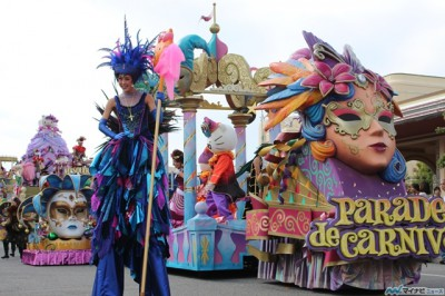 USJ、ハロウィーン開幕!「パレード・デ・カーニバル」でビーズキャッチに熱狂