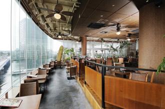 横浜ベイクォーターの子連れでおすすめなレストラン店内画像