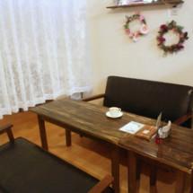 青森にある子連れでのんびり座れるカフェの店内画像