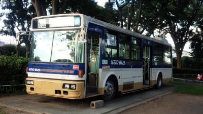 交通遊園内のバスの画像