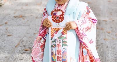 東京で七五三の写真撮影中の子ども