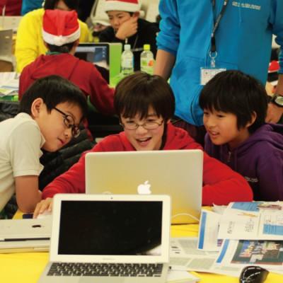 Scratchなどキッズ向けプログラミング教室に通う子どもたちの画像