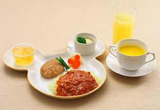 ディズニーランド内レストランで低アレルゲンメニューに対応したイーストサイドカフェの料理イメージ画像