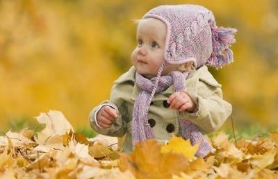 紅葉シーズンに子どもとおでかけのイメージ画像