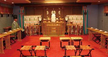 七五三のお祝いで神殿内の画像
