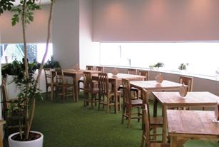 赤ちゃんの遊び場に併設するカフェの画像
