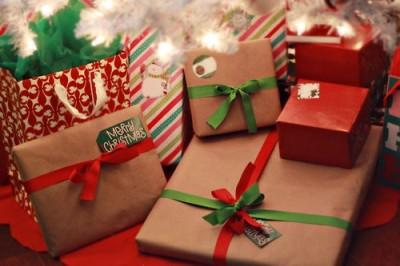 クリスマスに贈るプレゼントのイメージ画像