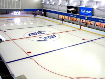 東京・港区明治神宮外苑にあるアイススケートの館内画像01