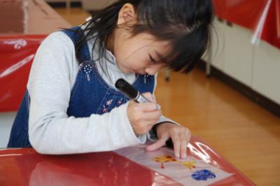 東京・四谷の室内で遊べる遊び場東京おもちゃ美術館で遊ぶ子どもの画像
