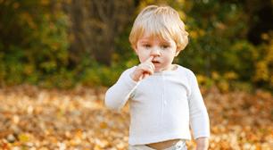 鼻水が止まらない。風邪症状を持つ子供のイメージ画像