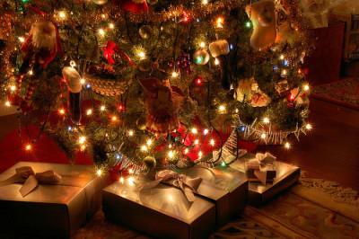 子どものクリスマスプレゼントのイメージ画像