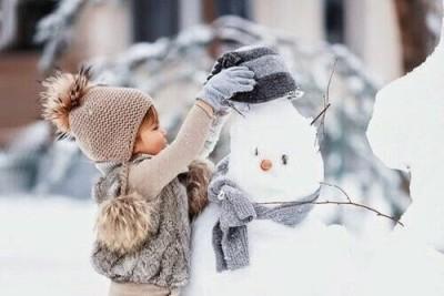 雪を楽しむ子どもの遊びイメージ画像