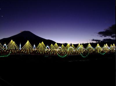 富士山と見る冬の絶景イルミネーション、イルミ越しの富士山の画像