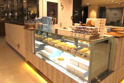 ロールケーキの人気店・はらロールの店先画像