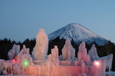 西湖樹氷まつりのライトアップ画像