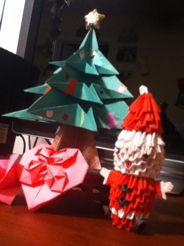 クリスマスツリーとサンタクロースの折り紙イメージ画像