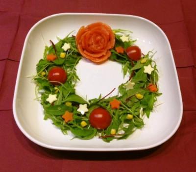 クリスマスのおもてなし料理にスモークサーモンのリースサラダのレシピと画像