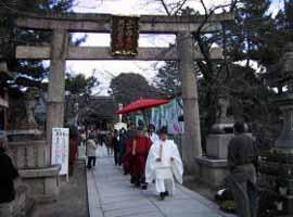 梅の花が見頃を迎える2月の大阪・道明寺天満宮のイメージ画像