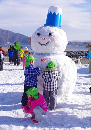 山梨観光おすすめ子ども遊び雪だるまの画像