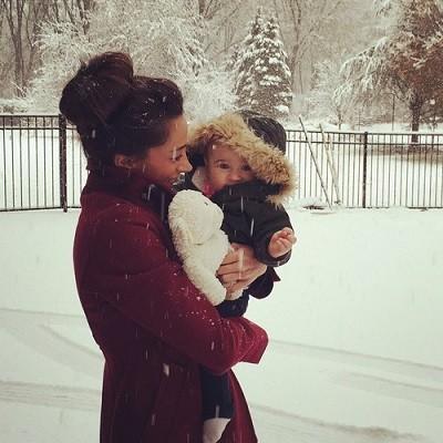 札幌、子どもと遊ぶ、そり遊び、雪の日の親子の画像