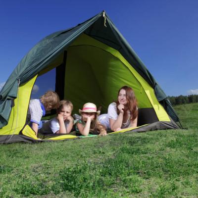 キャンプを楽しむ関東の親子のイメージ画像